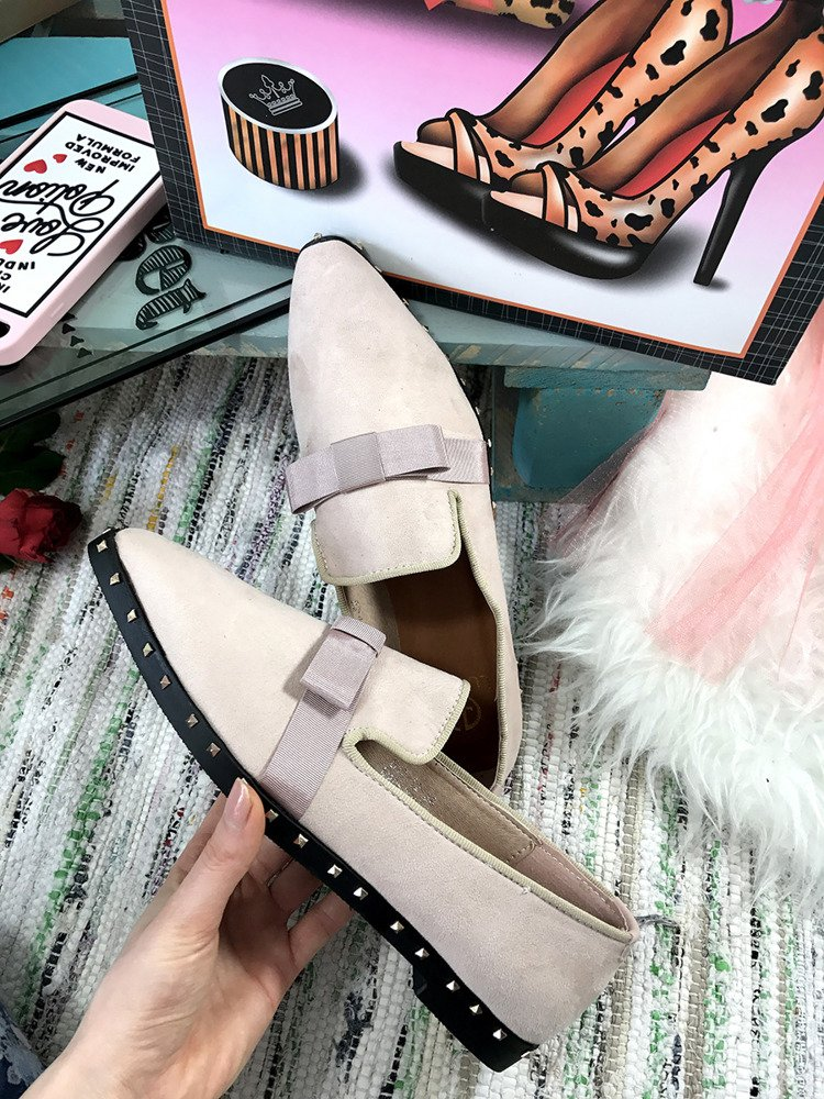 Lu Boo STUDDED BEIGE MOCASSINS WITH A BOW