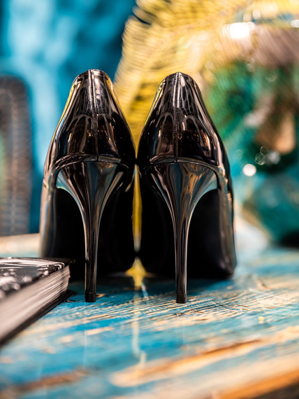 Black patent pointed toe court shoes