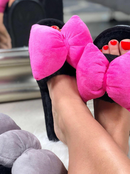 FLUFFY SLIDES FLIP FLOPS WITH  A BOW