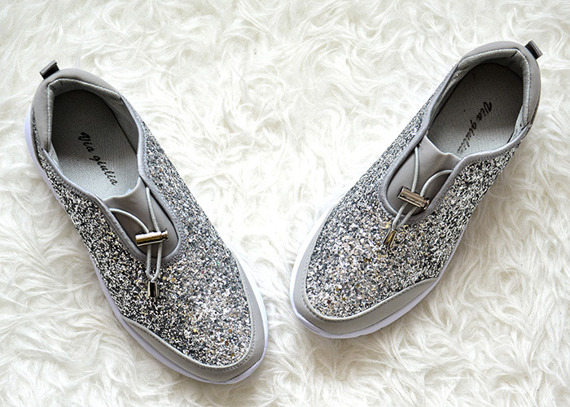 Silver Sneakers Flat Que